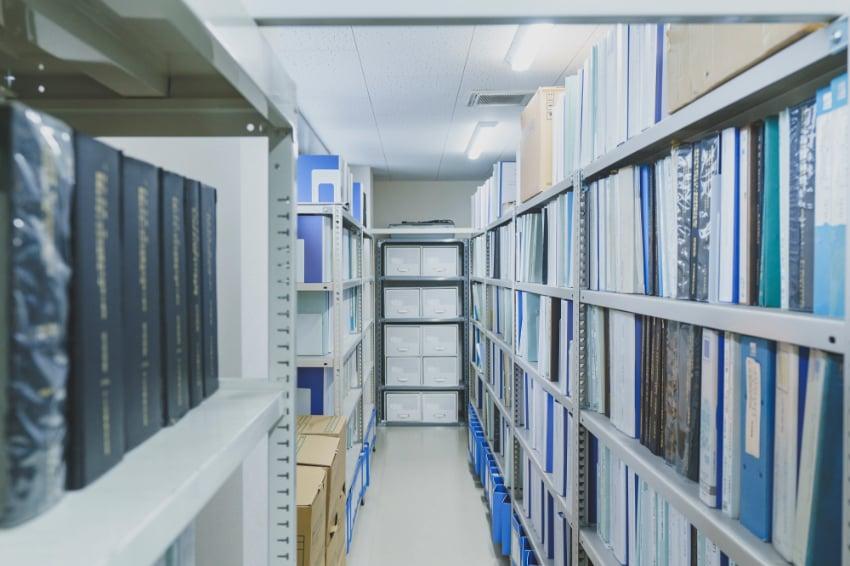 中信アスナが手がけてきた過去の設計資料が整然と並ぶ様子